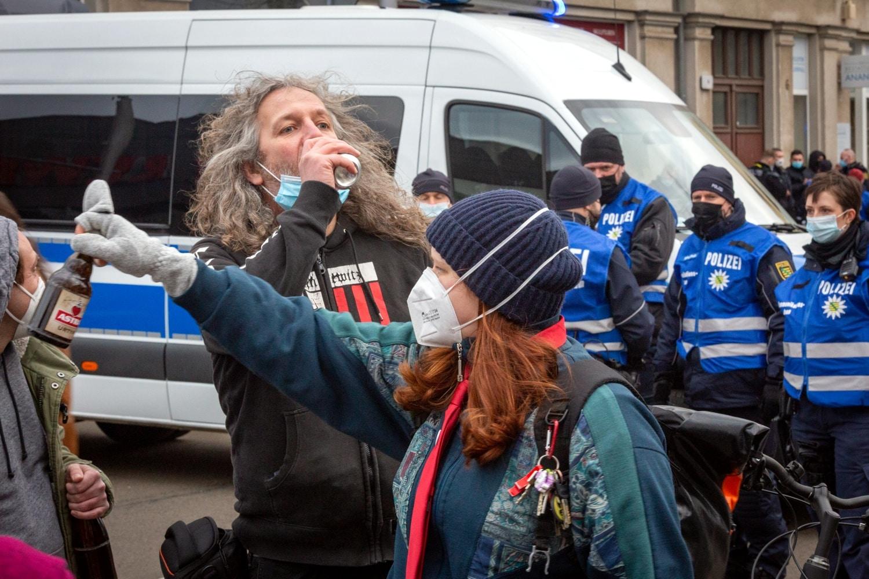 Zwar zeigte die Polizei Interesse am guten Astra - war aber noch nicht dran! Foto: Enrico Urban