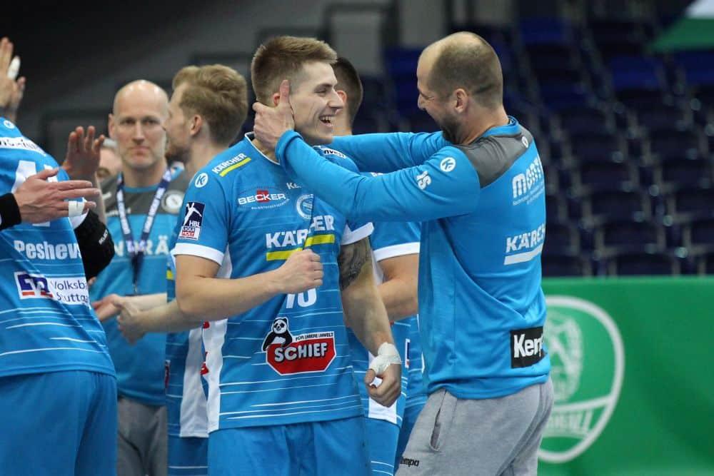Ex-Leipziger Viggo Kristjansson machte 6 Buden und feiert mit Trainer Jürgen Schweikhardt den Auswärtssieg. Foto: Jan Kaefer
