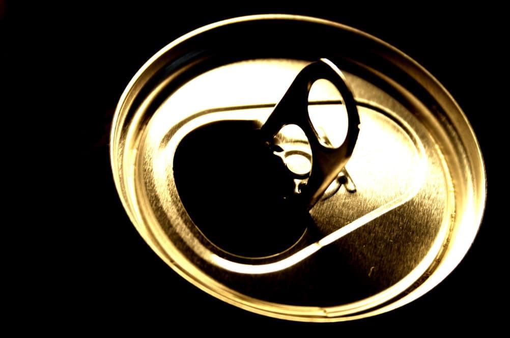Energie aus der Dose? Meist nur viel Zucker und Coffein. Foto: Ralf Julke