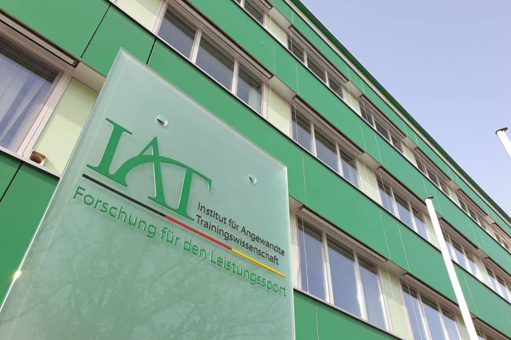 Eingang zum Institut für Angewandte Trainingswissenschaft Leipzig in der Marschnerstraße. Foto: Jan Kaefer