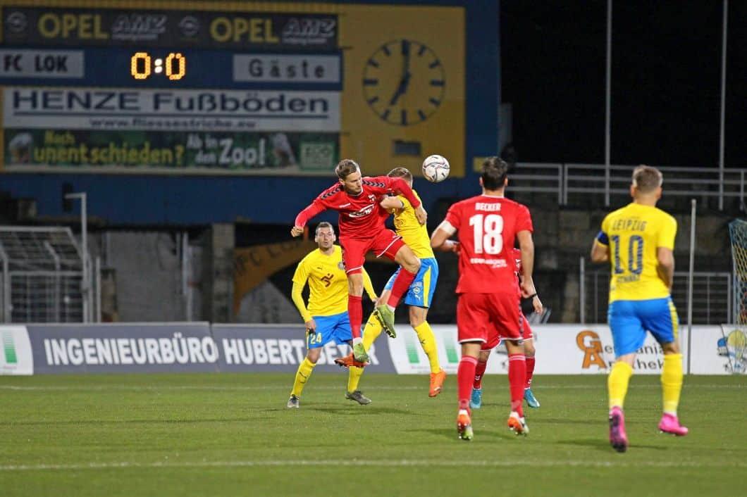 Szene aus dem bisher letzten Saisonspiel des 1. FC Lok Leipzig am 28. Oktober 2020 gegen den ZFC Meuselwitz. Foto: Jan Kaefer