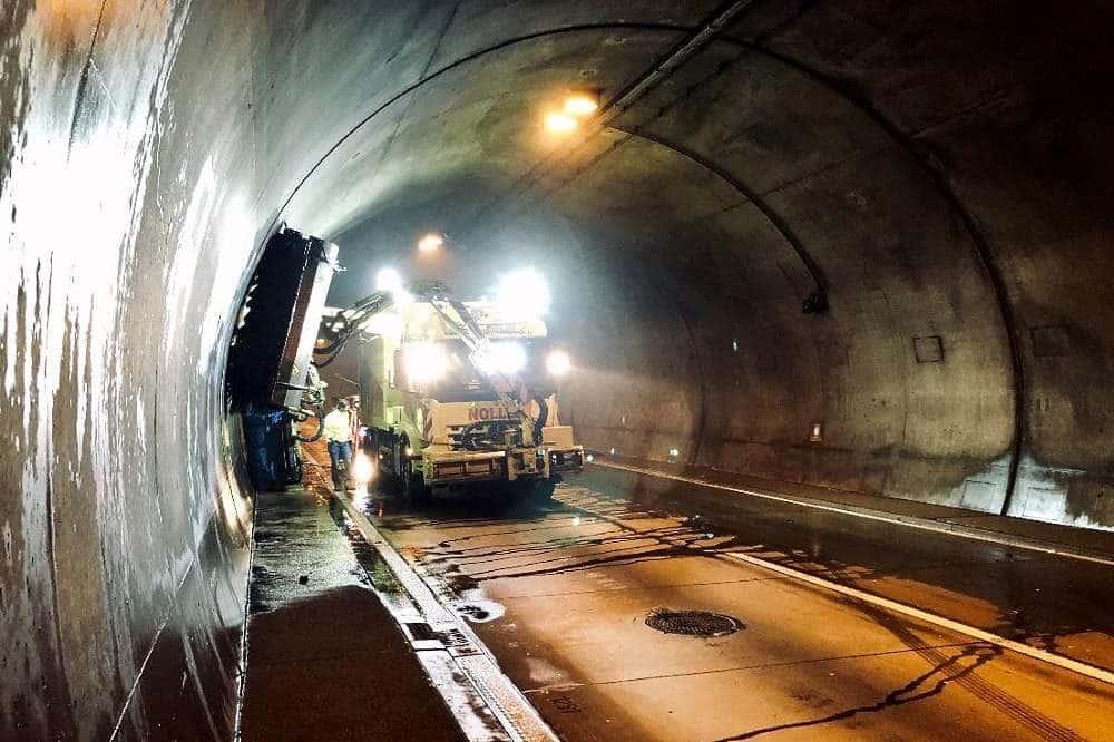 Reinigungsarbeiten im Tunnel Königshainer Berge. Quelle: Autobahn GmbH des Bundes