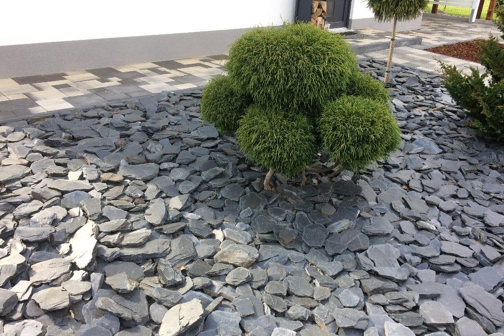 """""""Pflegeleichte"""" Steine machen den Vorgarten heiß, staubig und laut. Foto: LZ"""