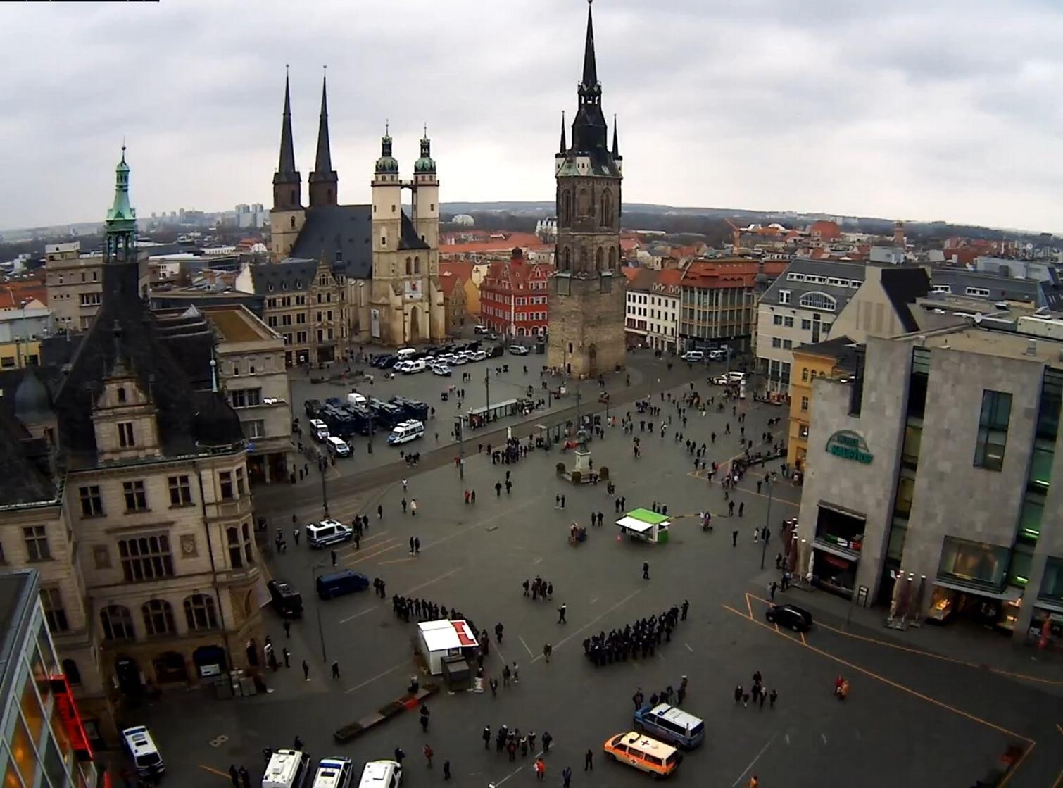 Der Marktplatz in Halle um 17 Uhr. Screen Webcam von ipcamlive.com