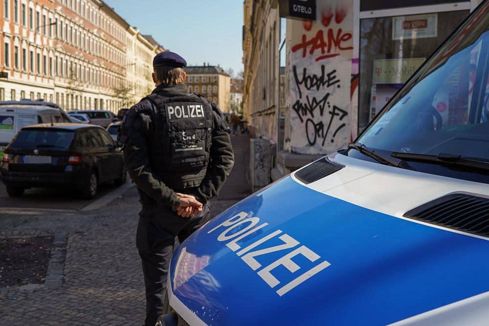 Eine von mindestens fünf Hausdurchsuchungen am 28. April in Leipzig. Foto: Martin Schöler