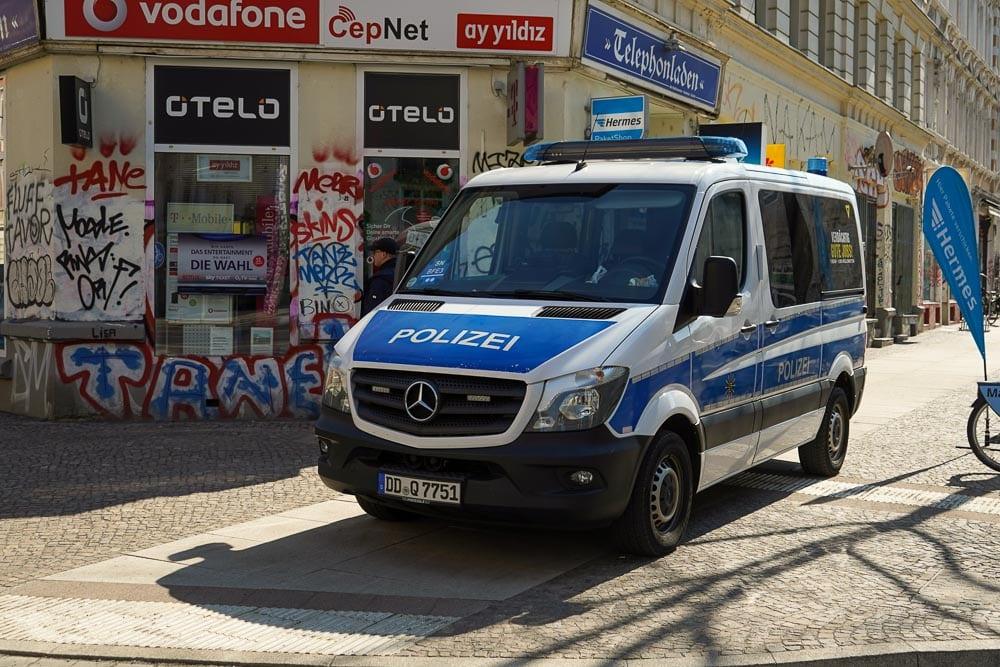 Eine scheinbar gewöhnliche Durchsuchungsmaßnahme der Polizei am 28. April 2021. Danach tauchen immer mehr Fragen auf. Foto: Martin Schöler / LZ