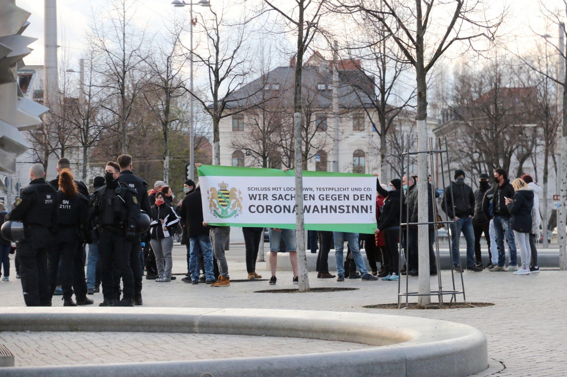 """Im Auftreten dominierte das Layout der """"Freien Sachsen"""". Foto: LZ"""