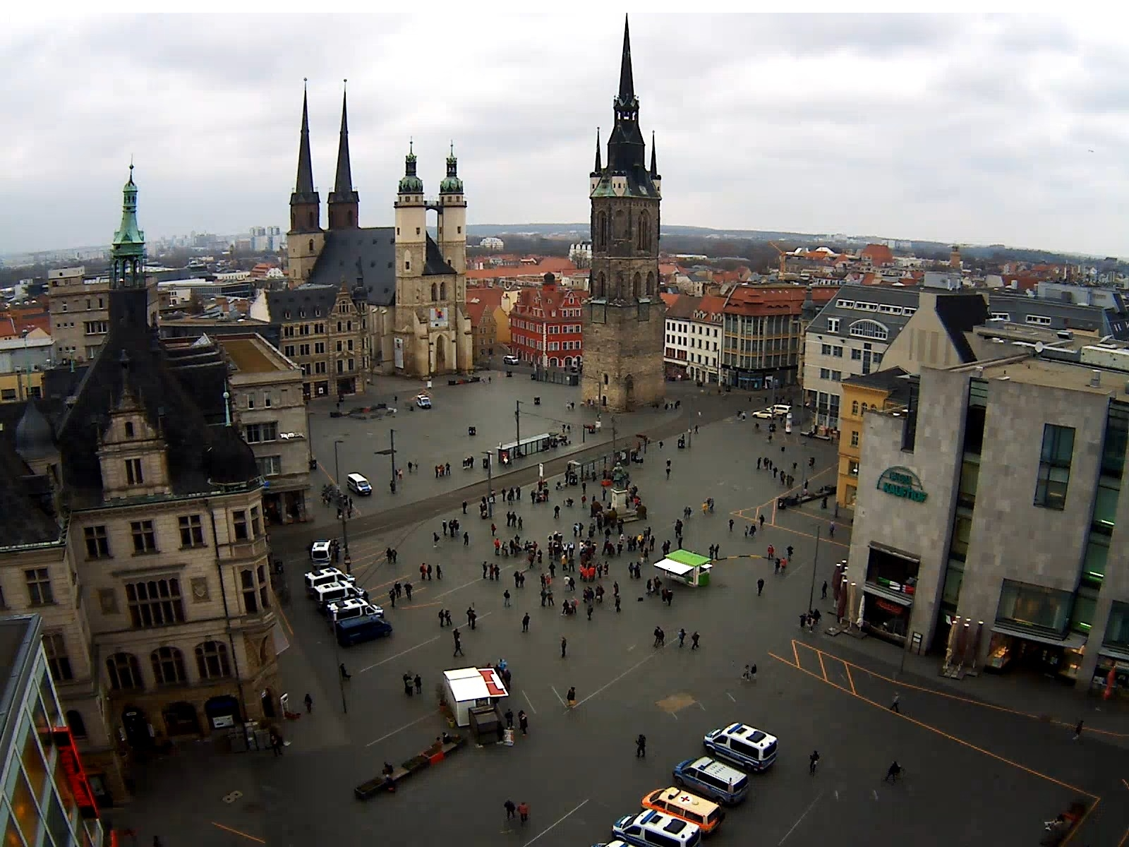 Der Marktplatz in Halle um 16:40 Uhr. Screen Webcam von ipcamlive.com