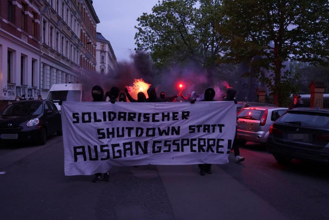 Demo gegen die Ausgangssperren. Foto: Martin Schöler