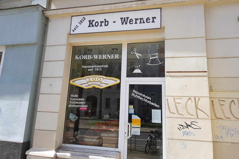 """""""Korb-Werner"""" verlässt die Karl-Liebknecht-Meile. Foto: Alexander Laboda"""