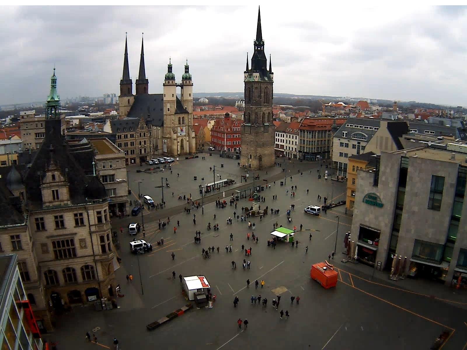 Der Marktplatz in Halle um 16:20 Uhr. Screen Webcam von ipcamlive.com
