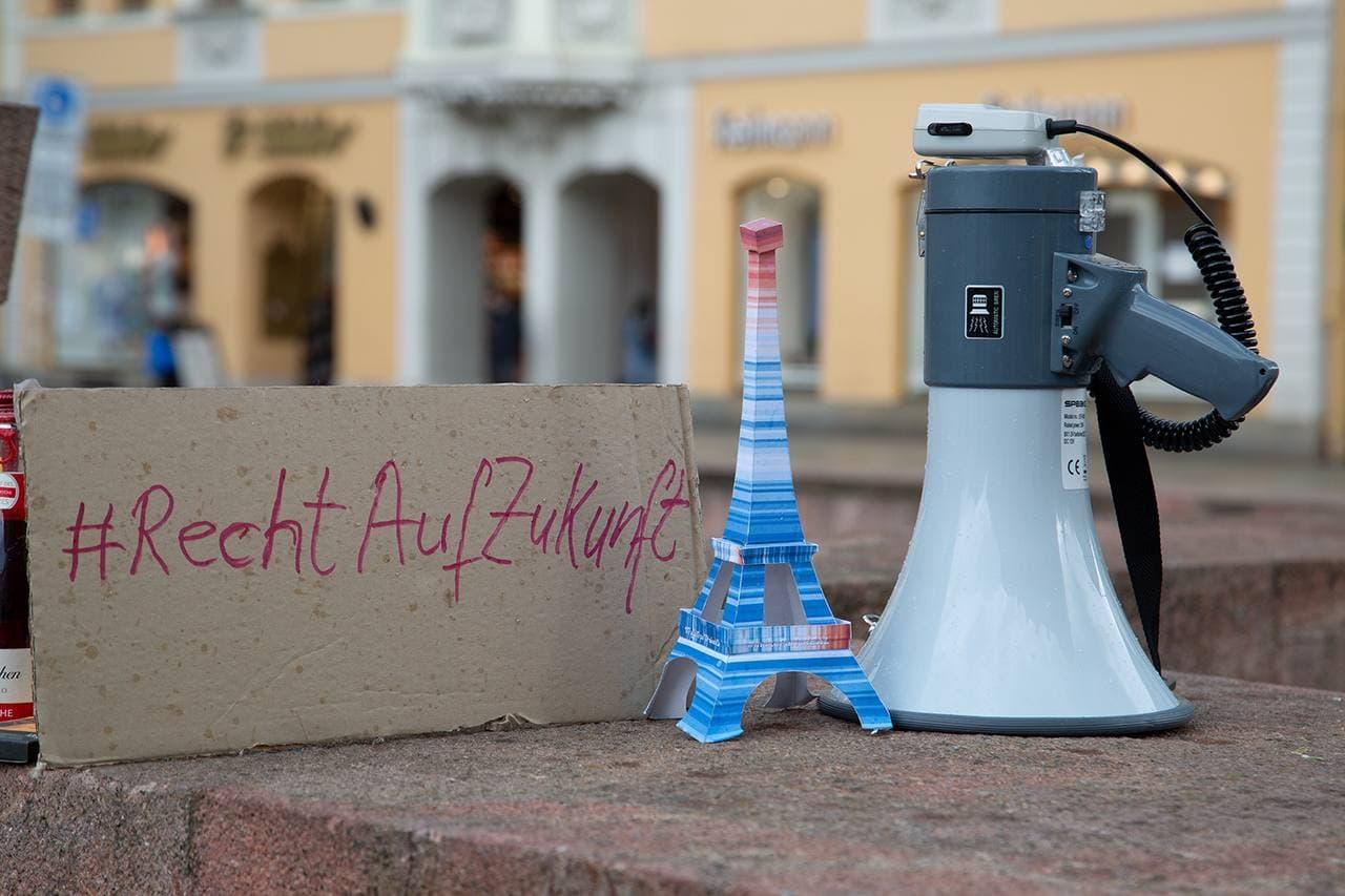 Ein großer Tag für die Fridays-Bewegung nach zwei Jahren Kampf: das Verfassungsgericht sieht ihre Zukunft beeinträchtigt, weil die Bundesegierung nicht genug für den Klimaschutz unternimmt. Foto: Parents for Future Leipzig