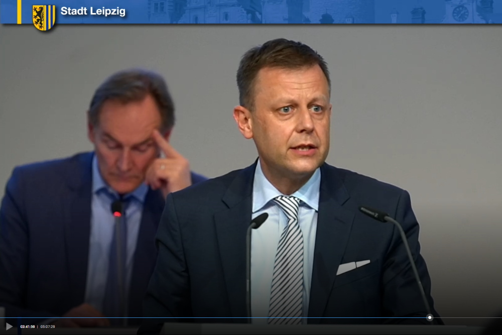 Torsten Bonew bei seiner Rede zur Abstimmung des Doppelhaushalts 2021/2022. Screenshot: LZ