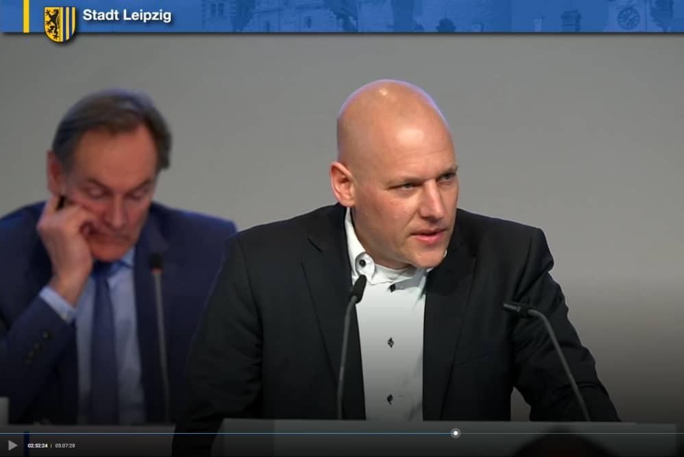 CDU-Stadtrat Falk Dossin in der Rede zum gemeinsamen SPD/CDU-Antrag. Screenshot: LZ