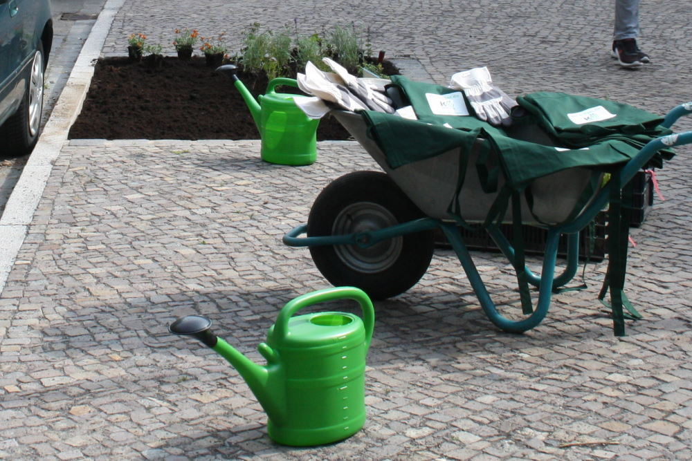 Die Leipziger/-innen werden als Gießhelfer für die Stadtbäume immer wichtiger. Foto: Ralf Julke
