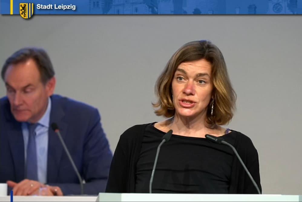 Juliane Nagel bei der Begründung des gemeinsamen Antrages. Screenshot: LZ