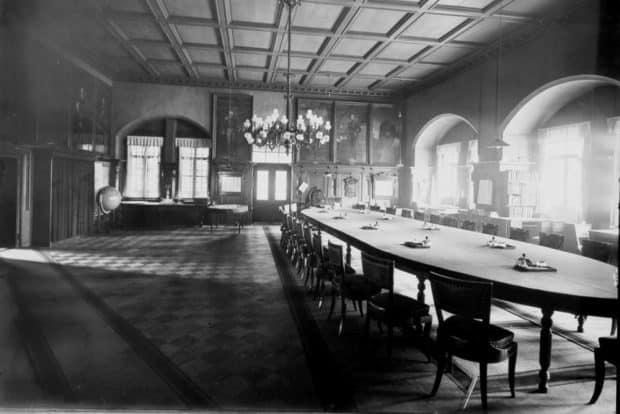 Große Ratsstube nach Süden vor dem Umbau um 1900, Fotograf Hermann Walter, laufende Nr. BB046020. Foto: Stadtgeschichtliches Museum Leipzig