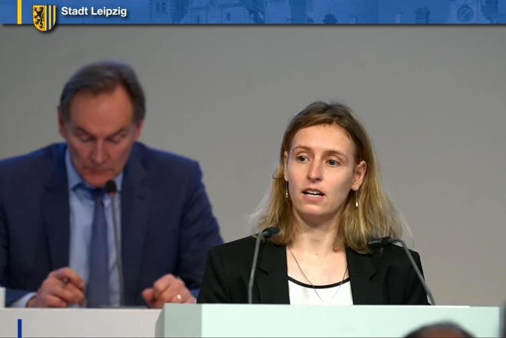 Franziska Riekewald bei der Einbringung des Antrags zur Mobilitätswoche. Screenshot: LZ