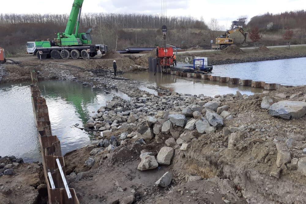 Bau des oberen Sperrbauwerks an der Kanuparkschleuse. Foto: LMBV