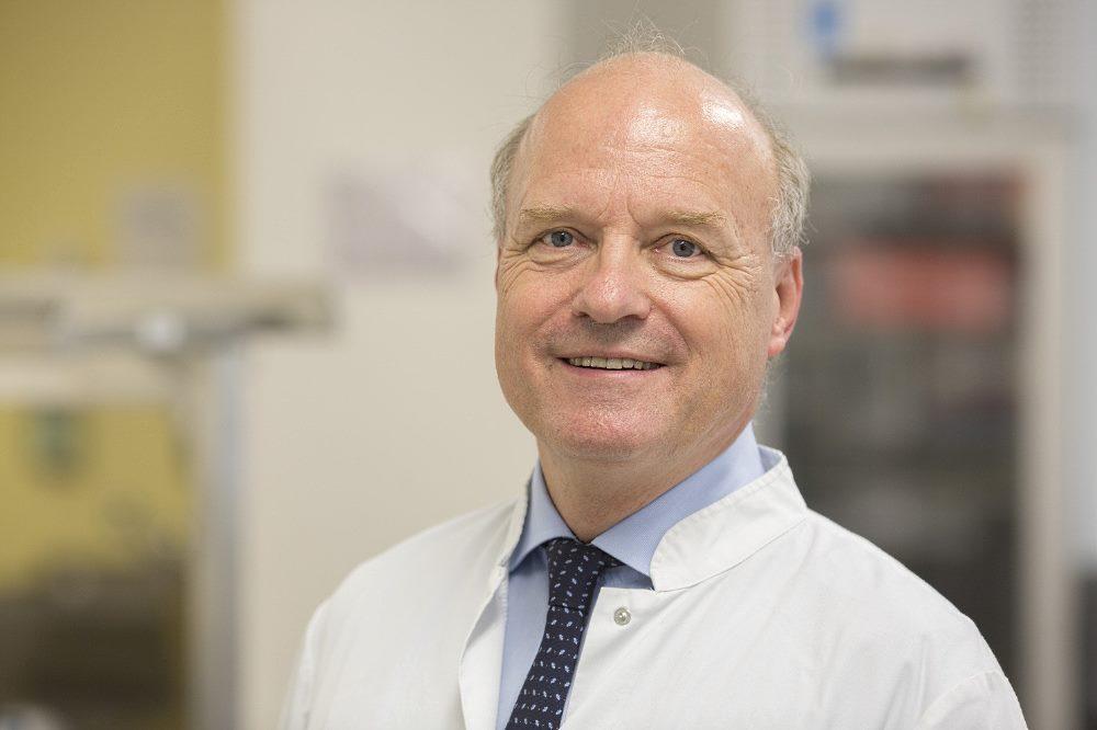 Prof. Reinhard Henschler, Direktor des Instituts für Transfusionsmedizin am UKL, bittet um Blutspenden: Viele schwerkranke Menschen benötigen Blutprodukte. Foto: Stefan Straube / UKL