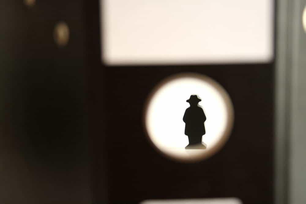 Diskret, fast unsichtbar und doch irgendwie da: Geheimdienste. Foto: Ralf Julke