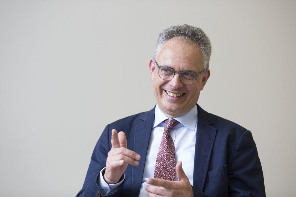 Prof. Joseph Claßen, Direktor der UKL-Neurologie und neuer Vorstand der Deutschen Parkinsongesellschaft, arbeitet an Verfahren, um Bewegungsstörungen durch Hirnstimulation zu verbessern. Foto: Stefan Straube / UKL