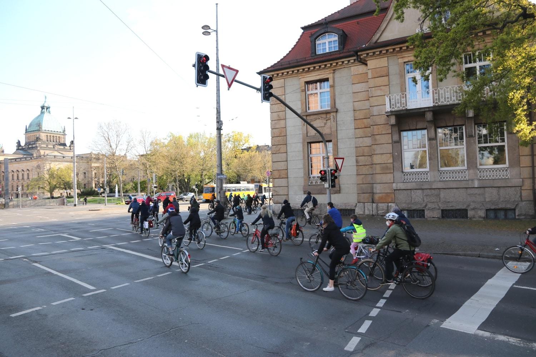 Flott übern Ring unterwegs - rund 1000 Radlerinnen am 7. Mai. Foto: LZ