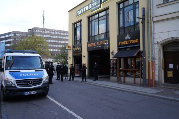"""Die """"Metropolis""""-Bar in der Fleischergasse unter Bewachung. Foto: LZ"""