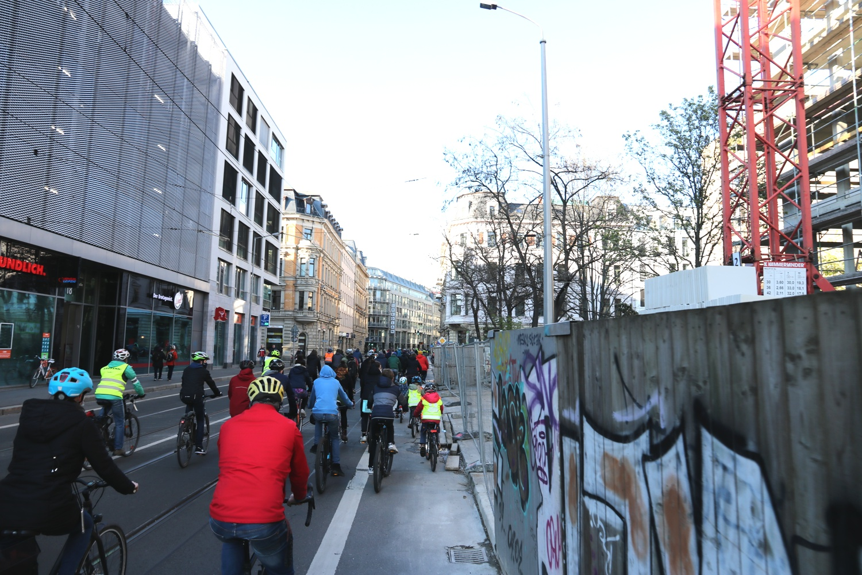 Mit Autoverkehr eine Tortur in der Käthe-Kollwitzstraße - so gehts besser. Foto: LZ