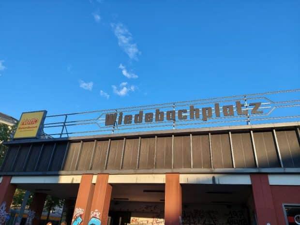 Feierabendsonne: Der Netto-Markt am Wiedebachplatz machte am Samstag dicht - das alte Gebäude wird abgerissen. Foto: LZ