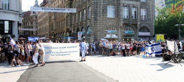Die Pro-Israel-Demonstration am kleinen Willy-Brandt-Platz im Jahr 2014. Foto: LZ