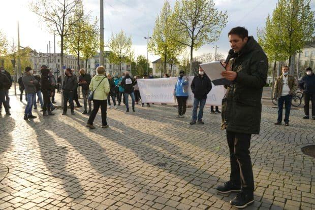 Volker am 3. Mai 2021 mit offen rechter Rhetorik und entsprechenden Ideen auf dem Richard-Wagner-Platz. Foto: LZ