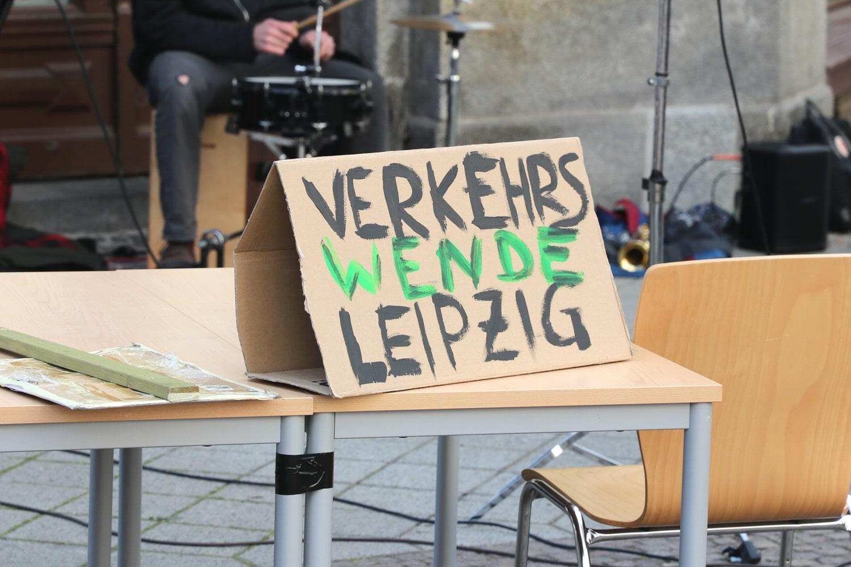 Warten ist wohl nicht mehr - jetzt eine Verkehrswende ist die Forderung des Bündnisses Verkehrswende Leipzig. Foto: LZ