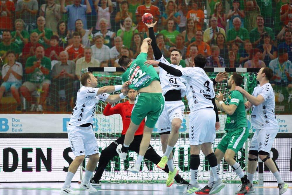 Handball, 1. Bundesliga, Saison 2020/ 2021, 31. Spieltag: SC DHfK Leipzig vs. THW Kiel am 27.05.21 in der Quarterback Immobilien Arena Leipzig. Im Bild: Marko MAMIC (22, SC DHfK Leipzig) wirft gegen Hendrik PEKELER (61, THW Kiel)