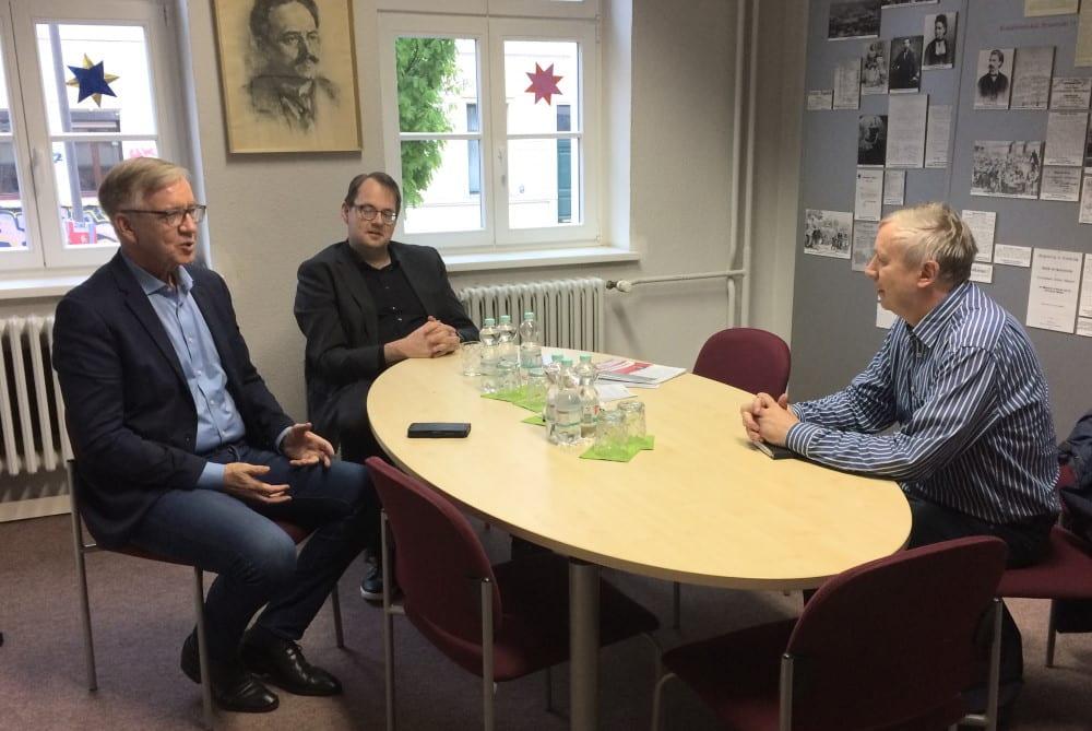 Gesprächsrunde mit Linke-Spitzenkandidat Dietmar Bartsch, dem Leipziger Bundestagsabgeordneten Sören Pellman und LZ-Redakteur Ralf Julke. Foto: LZ