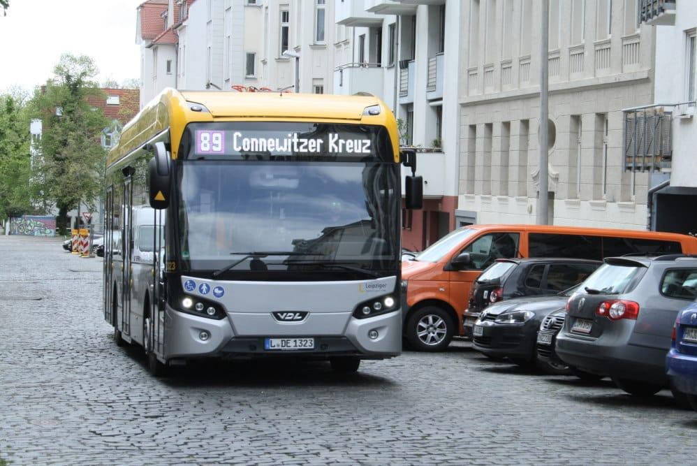 Elektro-Bus in der Scheffelstraße. Foto: Ralf Julke