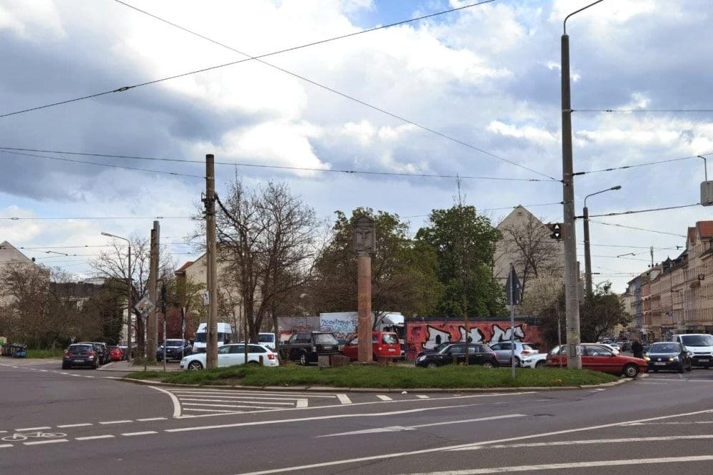"""Die """"Connewitzer Spitze"""" wird derzeit noch als Parkplatz genutzt. Foto: Tilly Domian"""