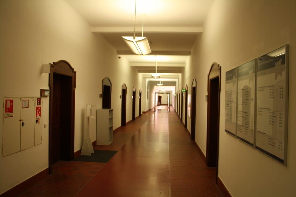 Flur im Neuen Rathaus. Foto: Ralf Julke