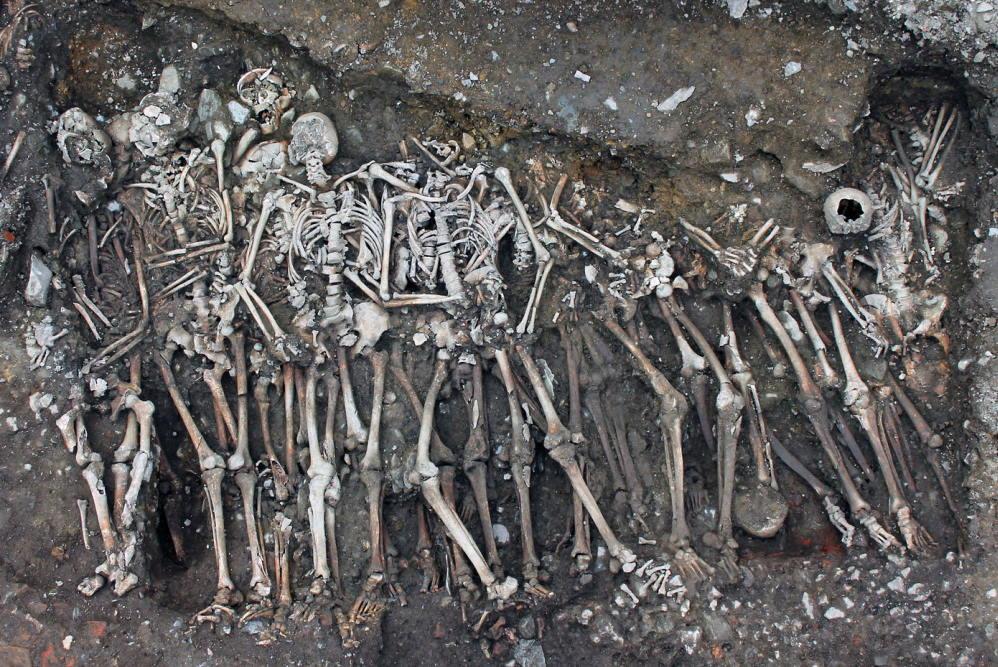 Grab der Soldaten, die der königlichen Armee zugerechnet werden und im Jakobinerkloster begraben sind. Foto: Rozenn Colleter / Inrap