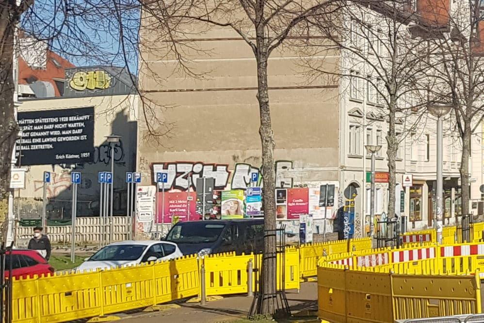 Der jetzt gesperrte Durchweg am Lindenauer Markt. Foto: Marko Hofmann