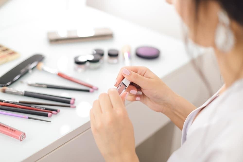 Auch Beautyprodukte werden verstärkt online gekauft. Foto: Lubov Lisitsa / pixabay
