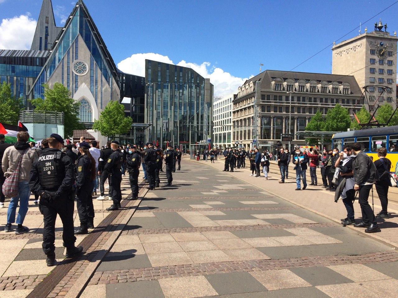 Anfangs zu wenig Polizei, dann stabilisierte sich die Lage auf dem Augustusplatz. Foto: LZ