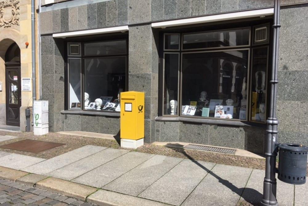 Schaufensterausstellung in der Ritterstraße mit Spector Books und Antiken. Foto: Siegfried Lokatis