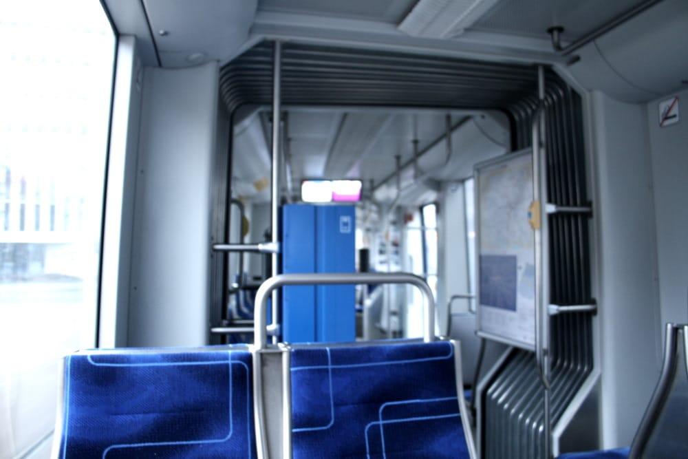 An manchen Tagen ganz schön leer: Leipziger Straßenbahn. Foto: Ralf Julke