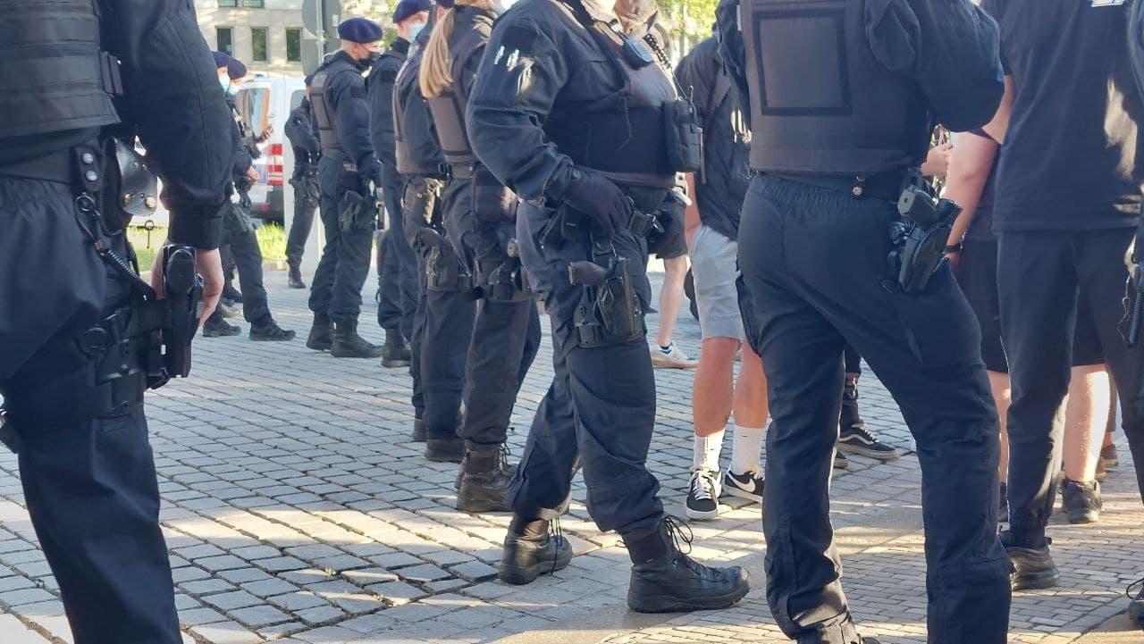 Entspannt, aber am Gegenprotest an diesem 14. Juni 2021 durch die Polizei gehindert: aus anfänglichen Vorwürfen von Straftaten folgte nichts. Foto: LZ