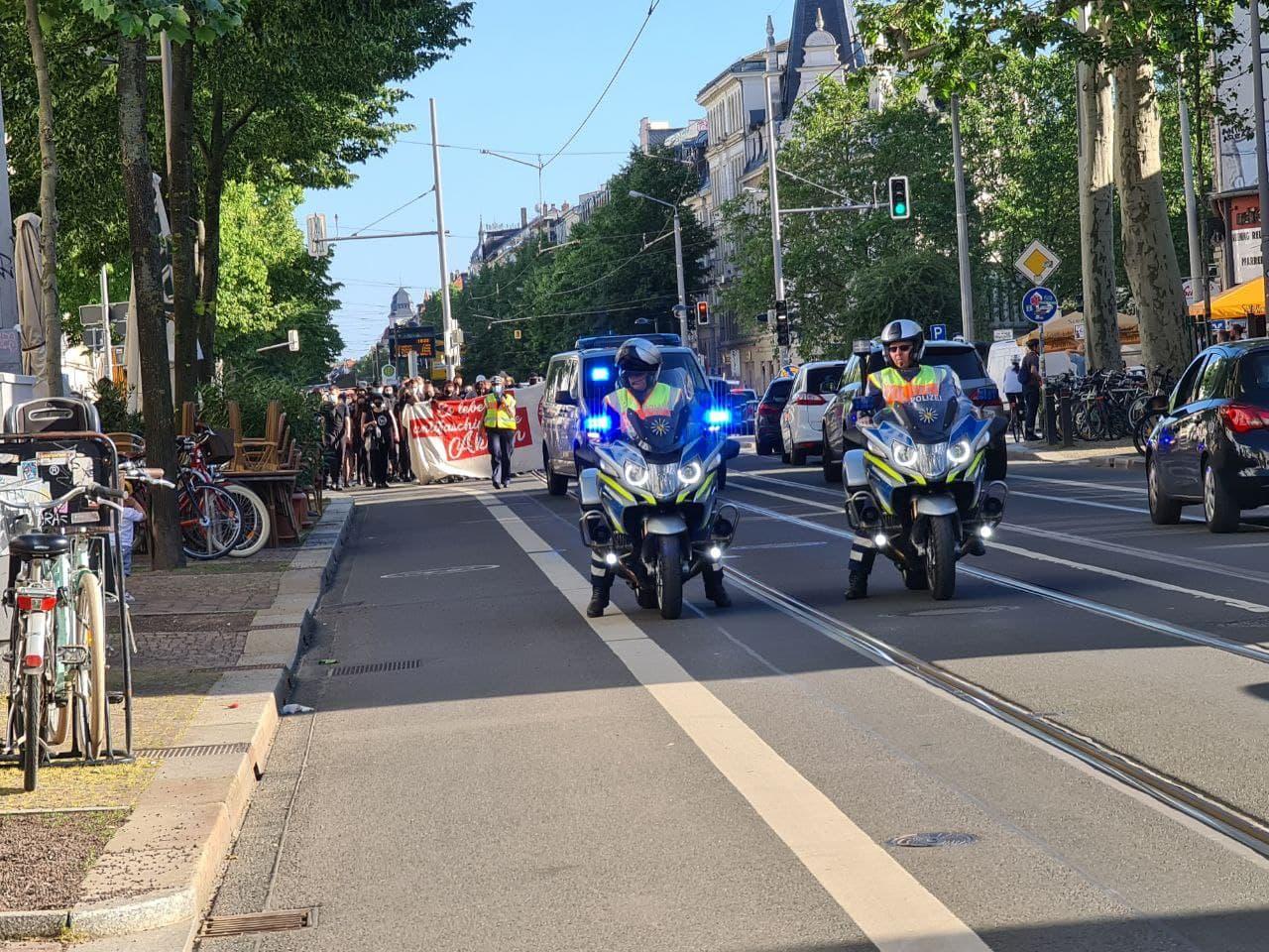 Auf der Karli Richtung Wagner-Platz. Der Gegenprotest mit rund 70 Teilnehmenden. Foto: LZ