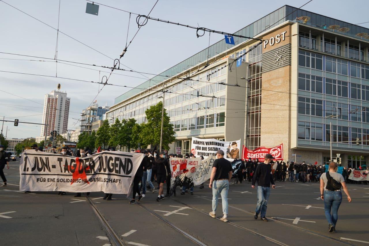 """Bis zu 600 Teilnehmerinnen am """"Tag der Jugend"""", 1. Juni 2021 in Leipzig Zentrum. Foto: Martin Schöler/LZ"""