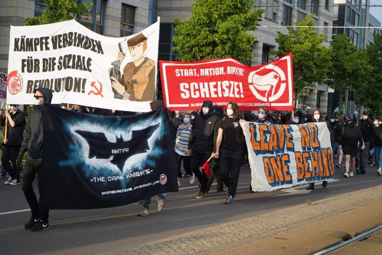 Bis zu 600 Teilnehmer7-innen bei der ersten beweglichen Demo seit Monaten. Foto: Martin Schöler/LZ