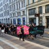 Aus der Südvorstadt zog ein Protestzug gegen die Veranstaltung von André Poggenburg in Richtung Innenstadt. Foto: LZ