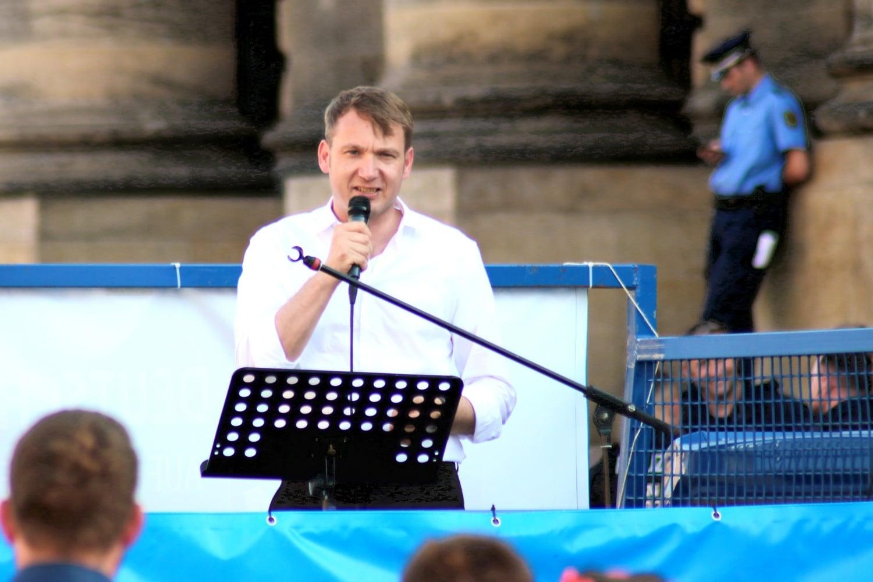 André Poggenburg vor zwei Jahren bei einer Kundgebung auf dem Leipziger Simsonplatz. Foto: LZ